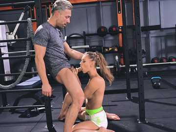 Handsome coach fucks mouth of beautiful teen chick Mia Split at the gym