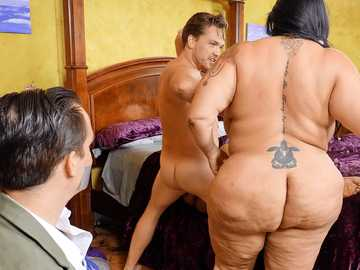 Stud pounds Latina BBW Sofia Rose and her black GF Ms London in front of friend