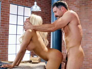 Towheaded diva Luna Star gets hard cock of Charles Dera for all her slits