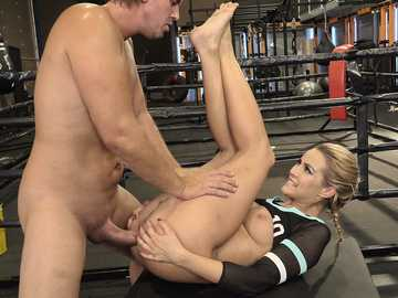 Boxing trainer penetrates seductive asshole of Cherry Kiss in the ring